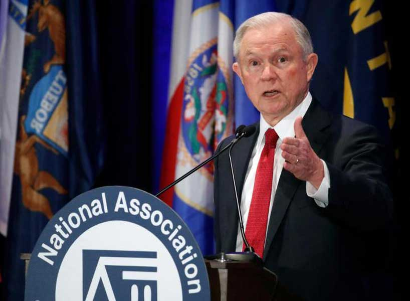 Renuncia secretario Justicia Jeff Sessions a pedido de Trump