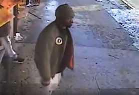 Policía NY capta en video pistolero hirió a tiros tres hispanos Bronx