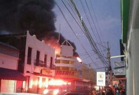 Fuego afecta almacenes Iberia en San Pedro de Macoris
