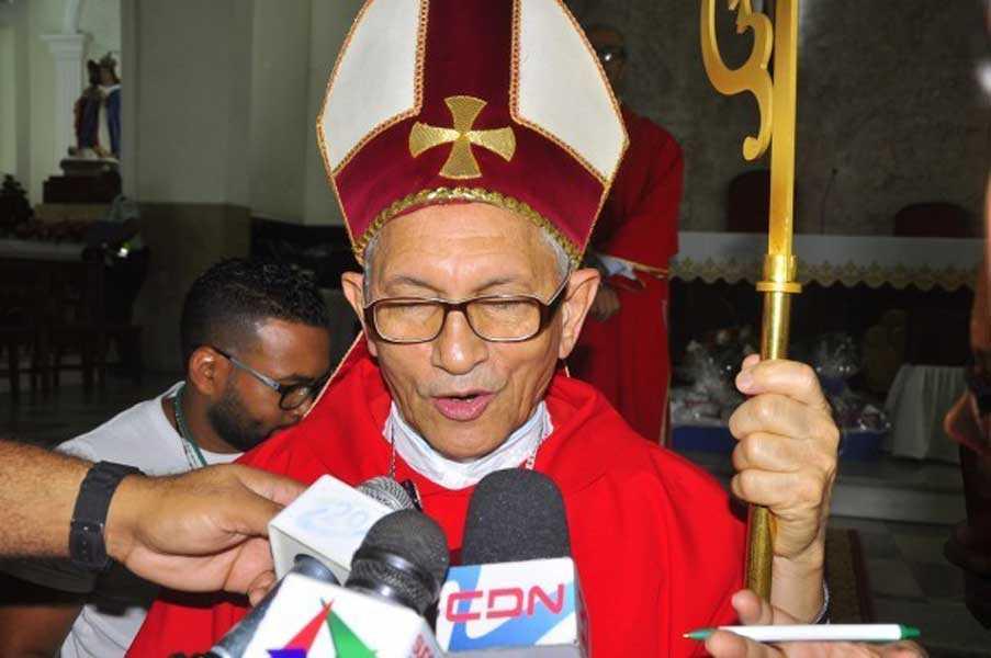 Obispo auxiliar de Santiago critica algunos no dan importancia a la Semana Santa