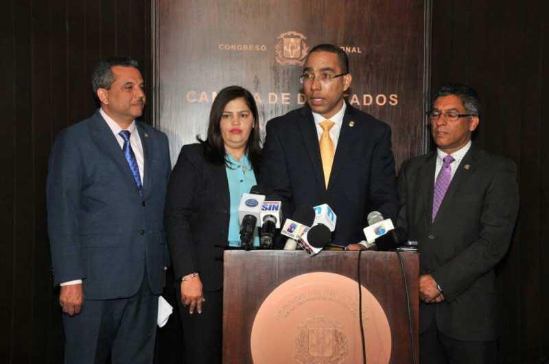 País | Diputado somete proyecto de ley para prevenir acoso sexual