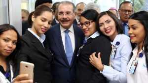 Presidente Medina reconoce labor de las enfermeras