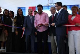 Danilo Medina entrega liceo en Manoguayabo