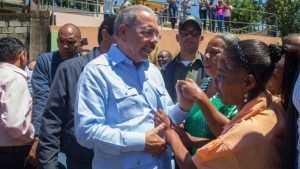 Danilo Medina se reúne con productores de Manuel Bueno, Dajabón