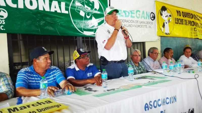 Ganaderos se movilizarán en todo el país para evitar las importaciones y leche a granel
