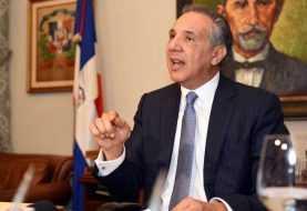 Peralta dice Gobierno respeta críticas sectores