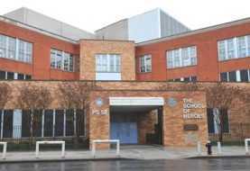 Impiden agentes inmigración entrar escuela de Queens