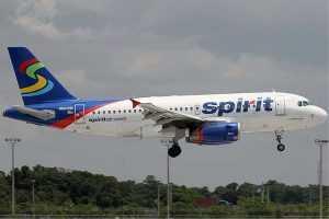 Pelea de pasajeros por vuelos cancelados de Spirit