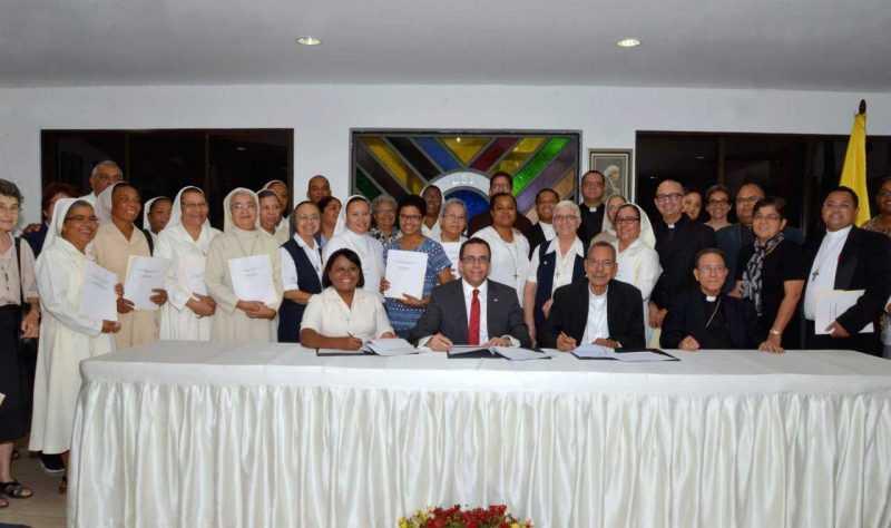 Colegios católicos dominicanos pasarán al sector público