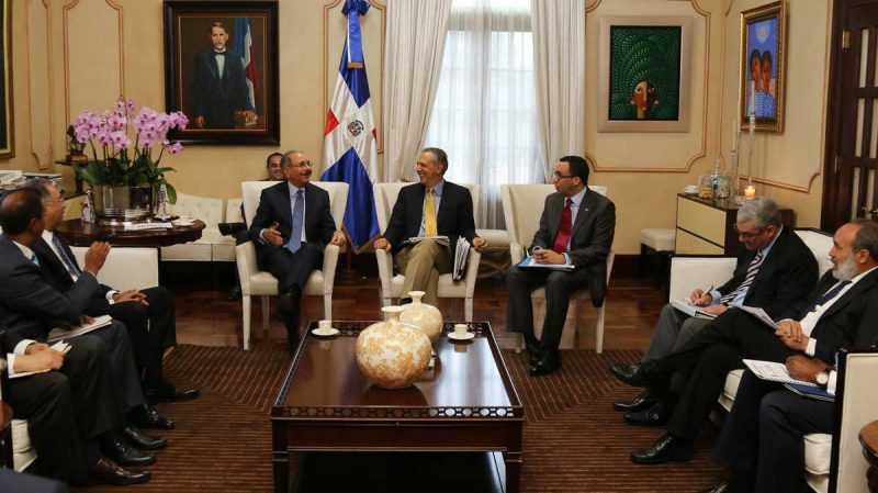 Danilo Medina se reúne con instituciones construyen escuelas