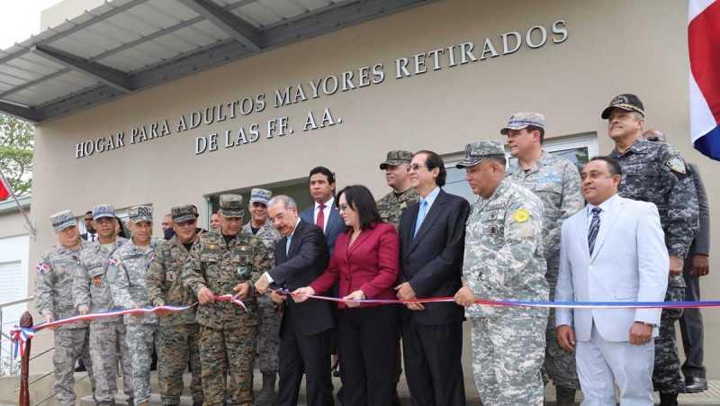 Danilo Medina anuncia cambios y mejoría de vida de militares