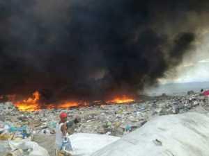Santiago: Pegan fuego otra vez al vertedero de Rafey