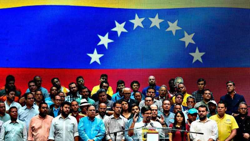 Oposición en Venezuela llama a huelga nacional