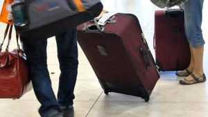 Pasajeros se quejan por cobro maletas líneas aéreas