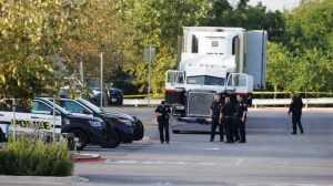 Ocho personas fueron halladas muertas en el remolque de un camión delante de una tienda Walmart en Texas, en medio del fuerte calor de la zona