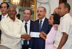 Danilo Medina entrega RD$174.5 millones a organizaciones rurales
