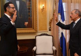 Danilo Medina juramenta a Jaime Aristy Escuder