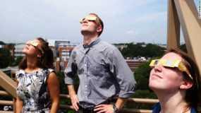 Eclipse solar genera gran demanda de gafas protectoras