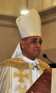 Arzobispo Bretón dice impunidad y corrupción hieren corazón patria