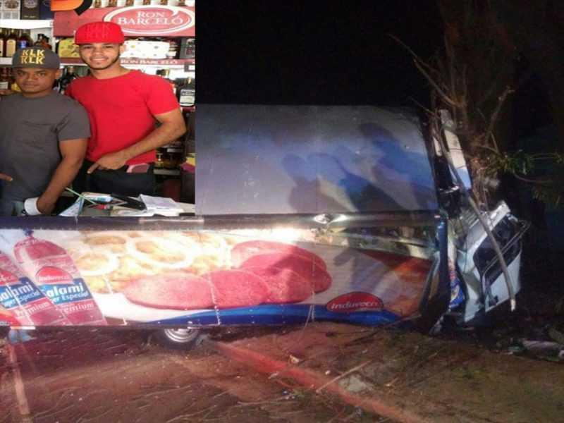 Dos muertos y dos heridos accidente entre motocicleta y camión