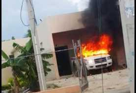 PN mata joven y moradores queman vehiculo policial en protesta