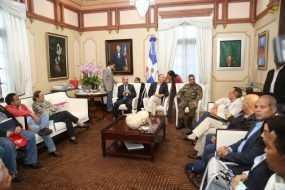 Danilo Medina recibe informes y coordina acciones zonas afectadas María