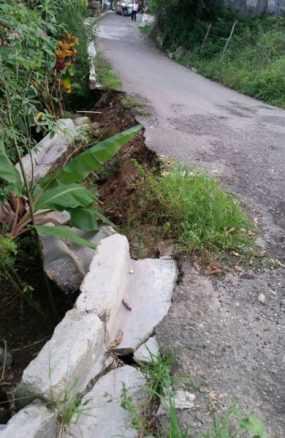 Deslizamientos de tierra en Loma de Cabrera por aguaceros