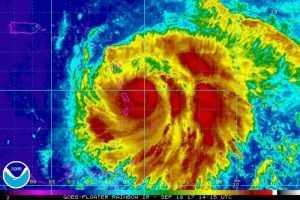 El huracán María alcanza la categoría 5, mientras llega a Dominica