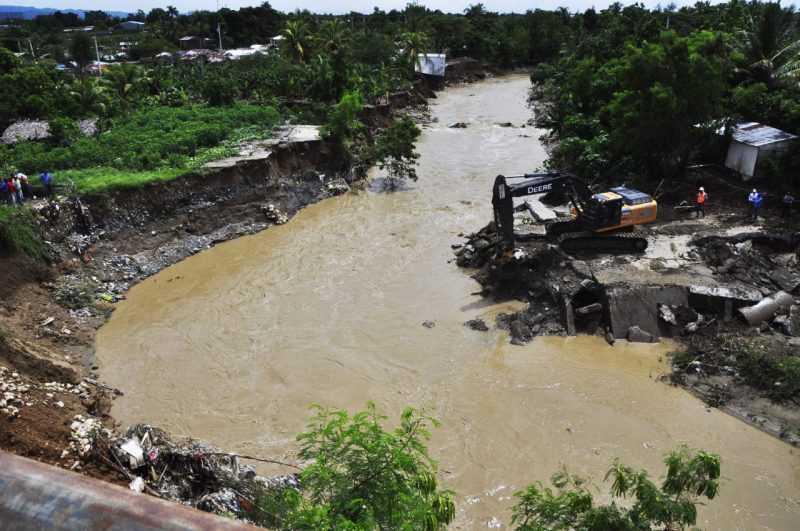 INDRHI interviene el arroyo Jacagua en Villa González
