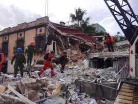Piden no detener rescate de víctimas del sismo
