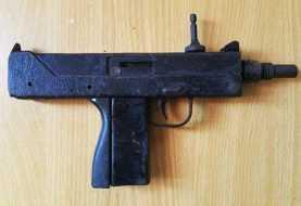 Autoridades ocupan metralleta Uzi en Haina