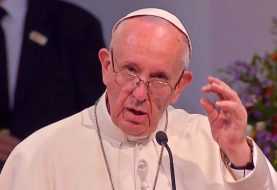 Papa critica violencia verbal en Internet