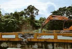 Inician demolición del puente Burende, en la autopista Duarte