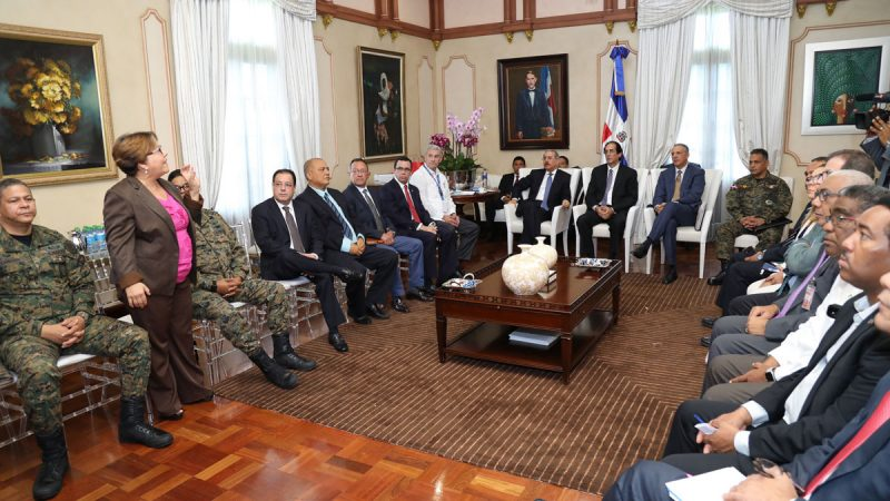 Gobierno en sesión permanente ante trayectoria huracán Irma