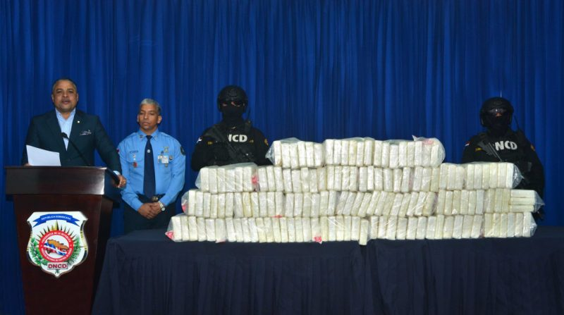 Investigan miembros DNCD y CESAC por alijo 140 paquetes de cocaína