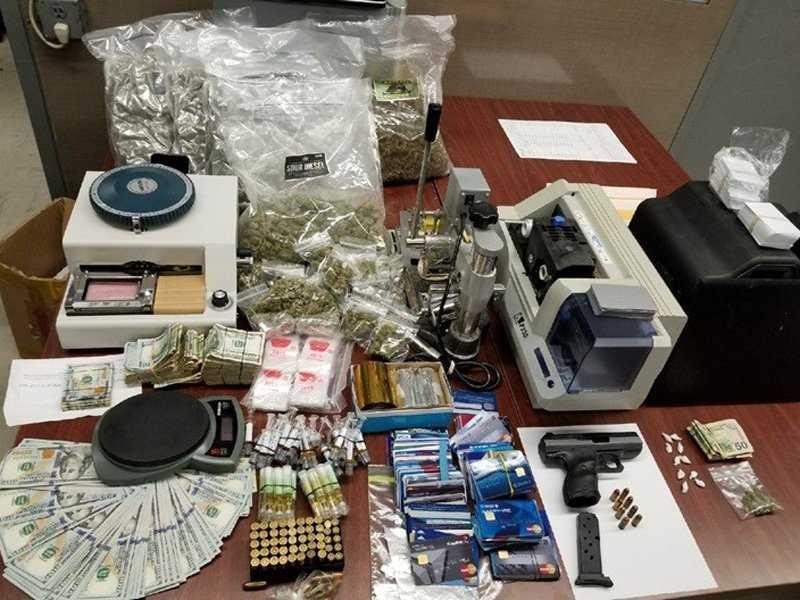 Arrestan 3 personas en Brooklyn con drogas, armas y 15 mil dólares