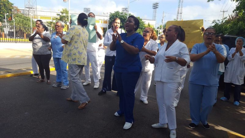 Santiago: Enfermeras paralizan labores por 48 horas