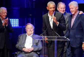 Expresidentes de EEUU recolectan fondos para víctimas de huracanes