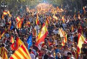 Miles marchan en Cataluña a favor de la unidad de España