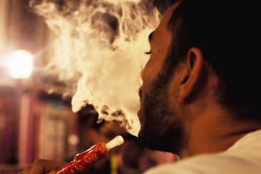 Promulgan Ley prohíbe uso hookah en lugares públicos y privados