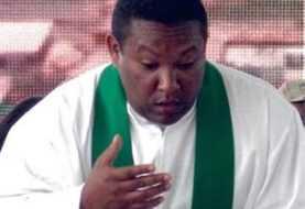 Vaticano separa al padre Johnny acusan violar menores en Constanza