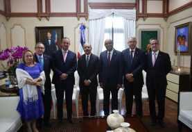 Danilo Medina recibe comitiva de la Asociación Dominicana de Zonas Francas