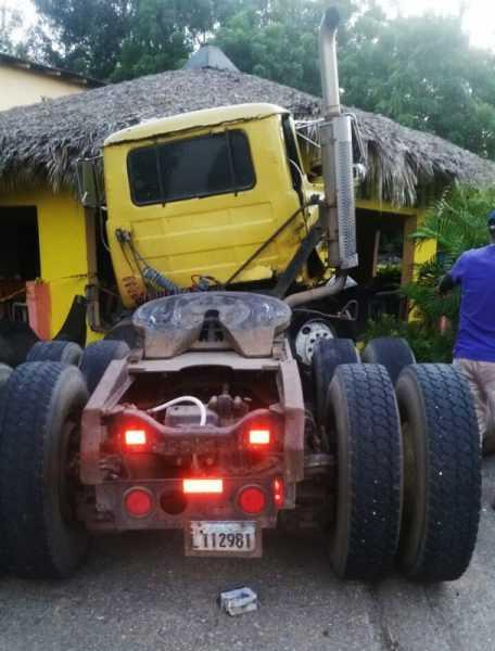 Montecristi: Cuatro muertos accidente cabezote y motocicleta
