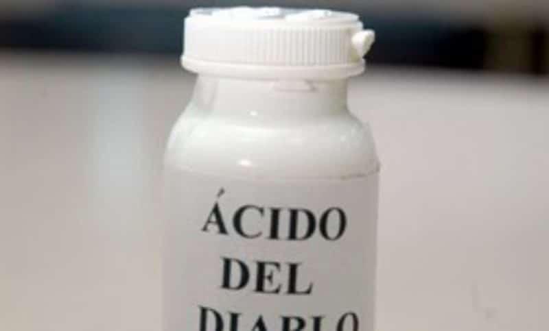 Apresan hombres que rociaron ácido del diablo a mujer y su hija