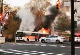 Autobús Nueva York estalla en llamas con pasajeros
