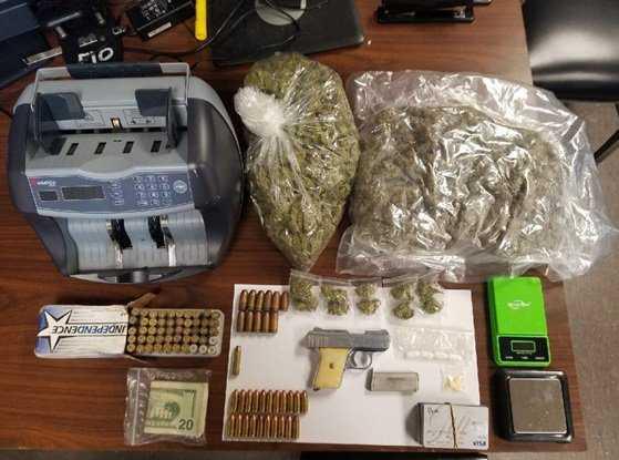 Apresan 4 con armas, drogas y tarjetas falsificadas en Brooklyn