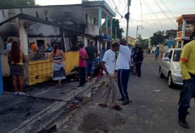 Fuego destruye varias viviendas en Los Ciruelitos