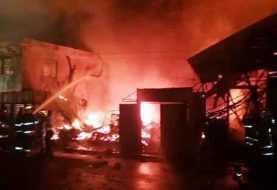 Fuego destruye varias viviendas y negocios en Santiago