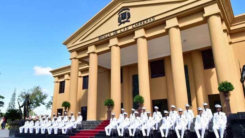 Danilo Medina encabeza graduación de 30 nuevos oficiales del Ejército