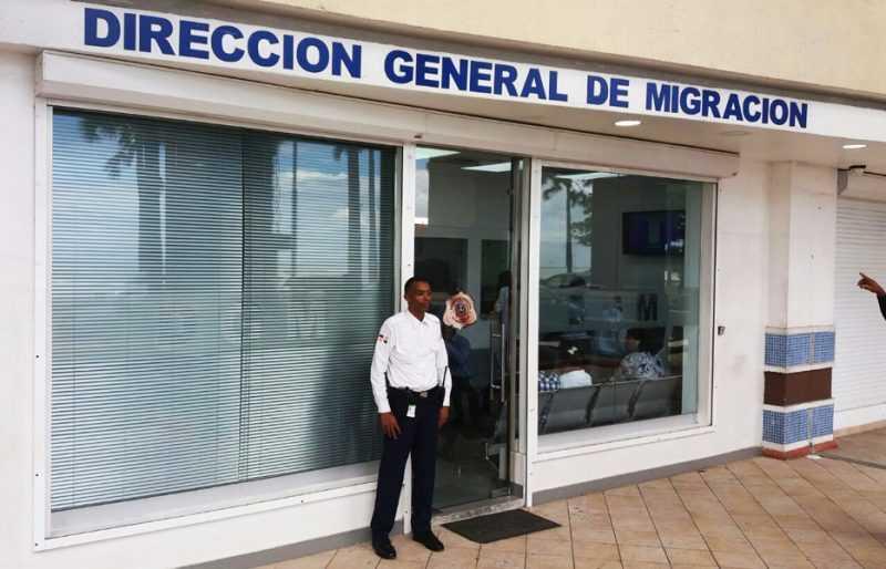 Migración extenderá horario para emisión certificación salida menores